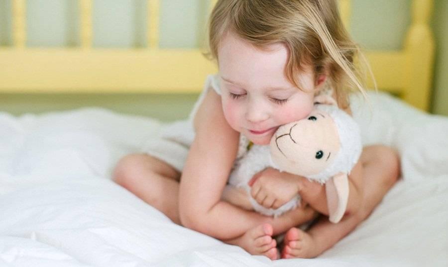 Е. комаровский: как приучить ребенка спать в своей кроватке, как отучить спать с родителями и научить самостоятельно засыпать