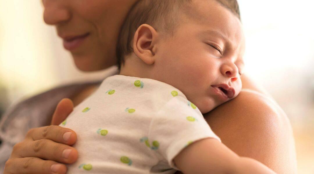 Как успокоить плачущего малыша: 7 лайфхаков
