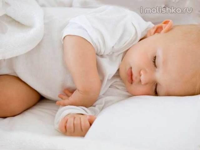Почему ребенок спит с приоткрытыми глазами: сон детей с открытыми глазами - мнение комаровского