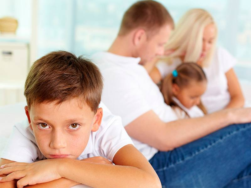 Что делать, если ребенок ревнует родителей