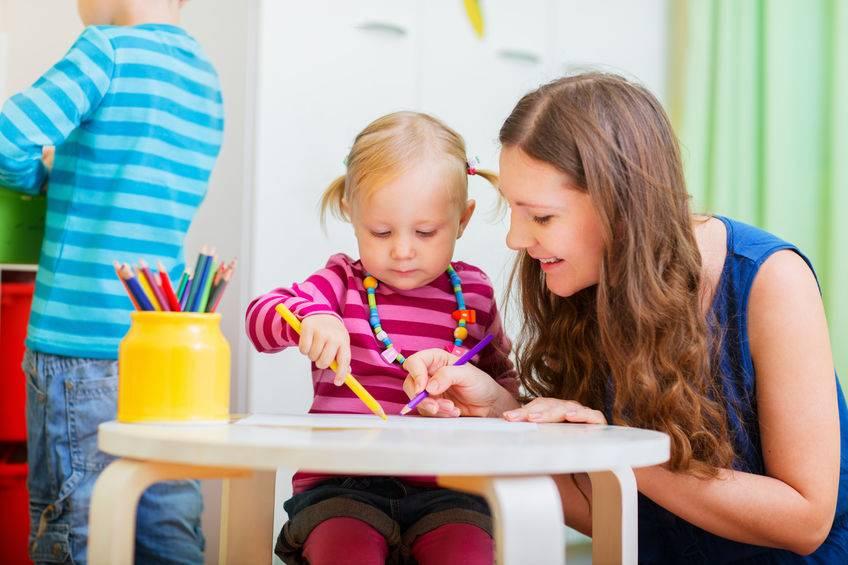 Что лучше: отдать ребенка в детский сад или нанять няню? vovet.ru