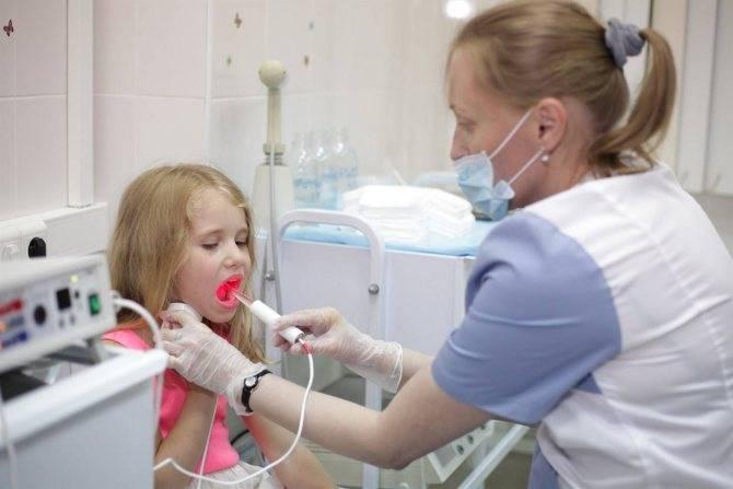 Сухость в горле симптом какой болезни?