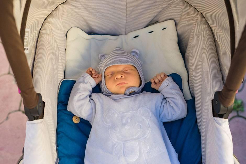 Как одевать новорожденного зимой на прогулку: что нужно для малыша?