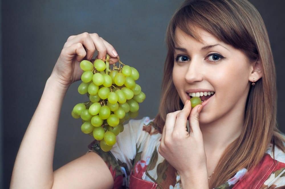 Виноград при кормлении ребенка: можно или нет?