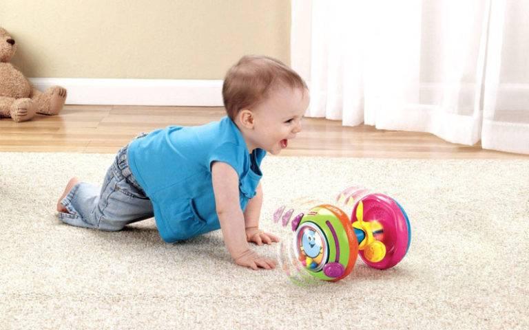 Как помочь ребёнку научиться ползать