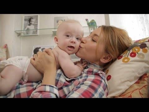Видео: 5 простых советов как помочь малышу избавиться от коликов