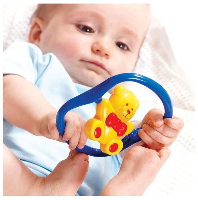 Игрушки для новорожденных от 0: какие первым делом нужно купить младенцу