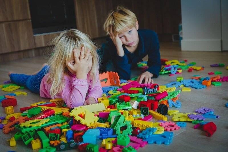 Что делать маме, если ребенок не играет в игрушки