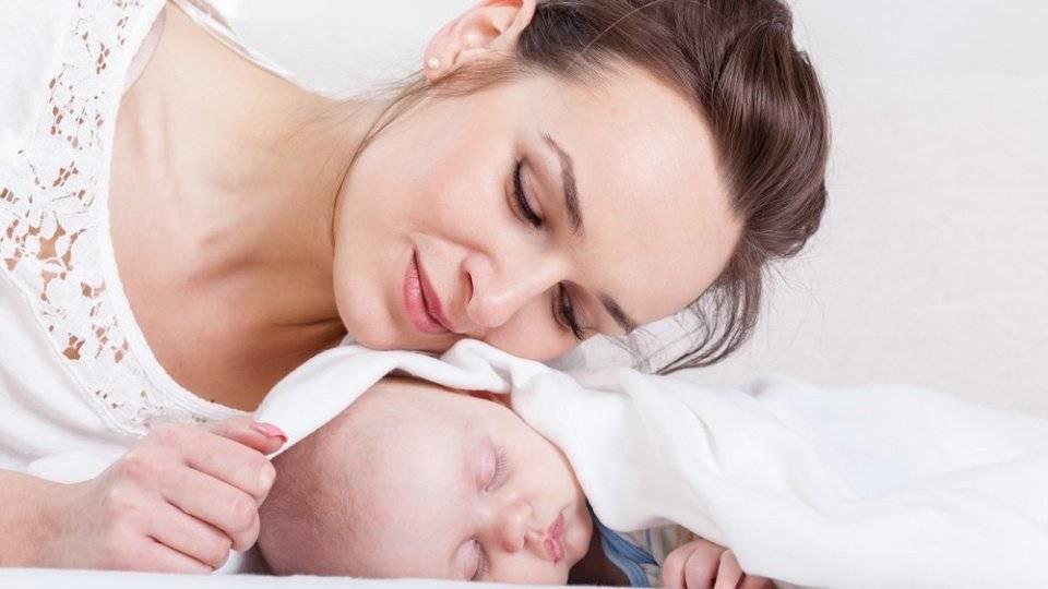 Укладываем малыша спать: поем колыбельную, укачиваем, делаем массаж