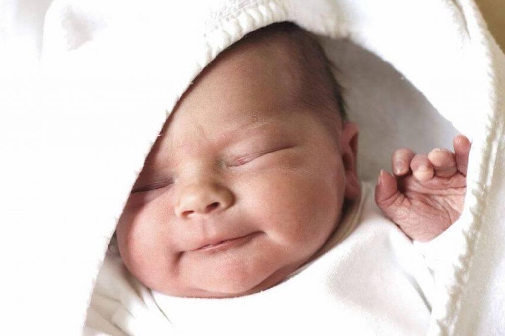 Новорожденный ребенок постоянно вздрагивает: причины
