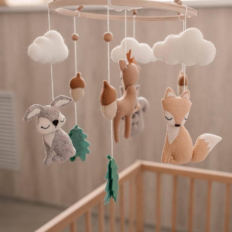 Мобиль на кроватку для новорожденных