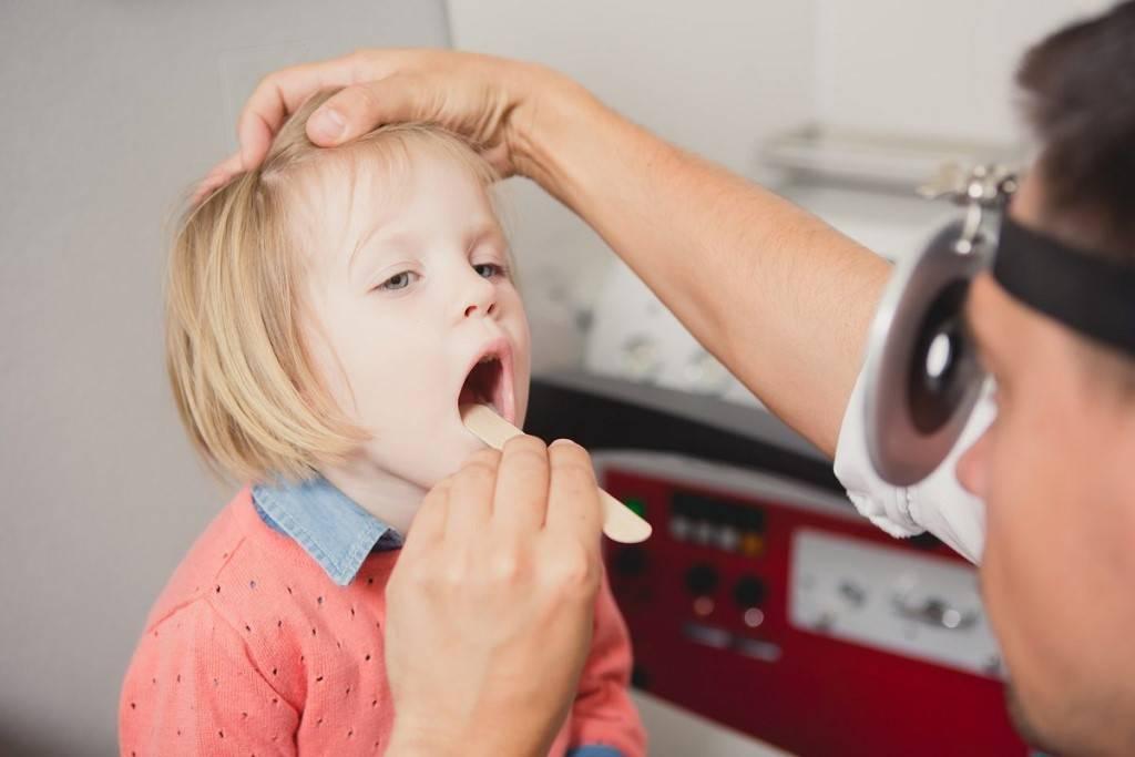 Как снять воспаление с аденоидов у ребенка при насморке