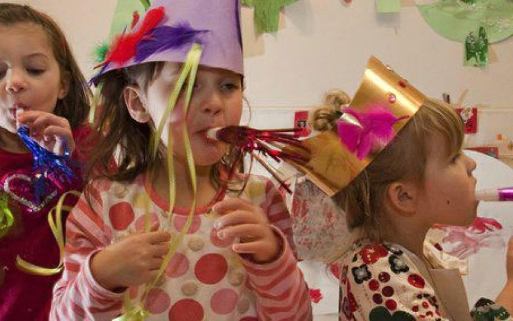 Новогодние игры и затеи для детских праздников
