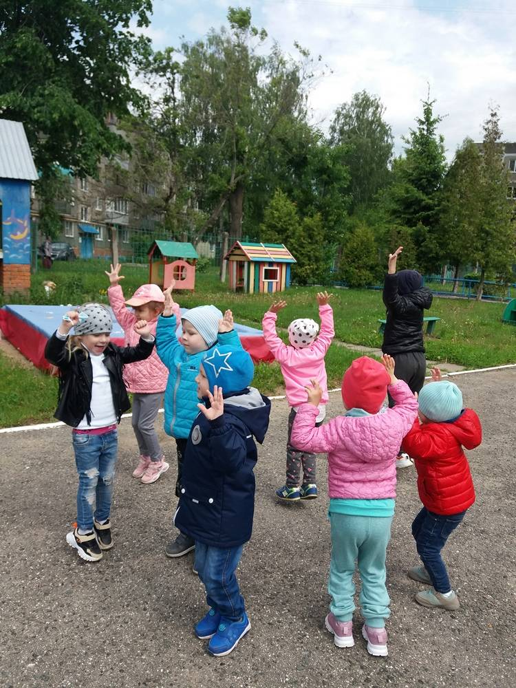 Примеры интересных игр на свежем воздухе для дошкольников