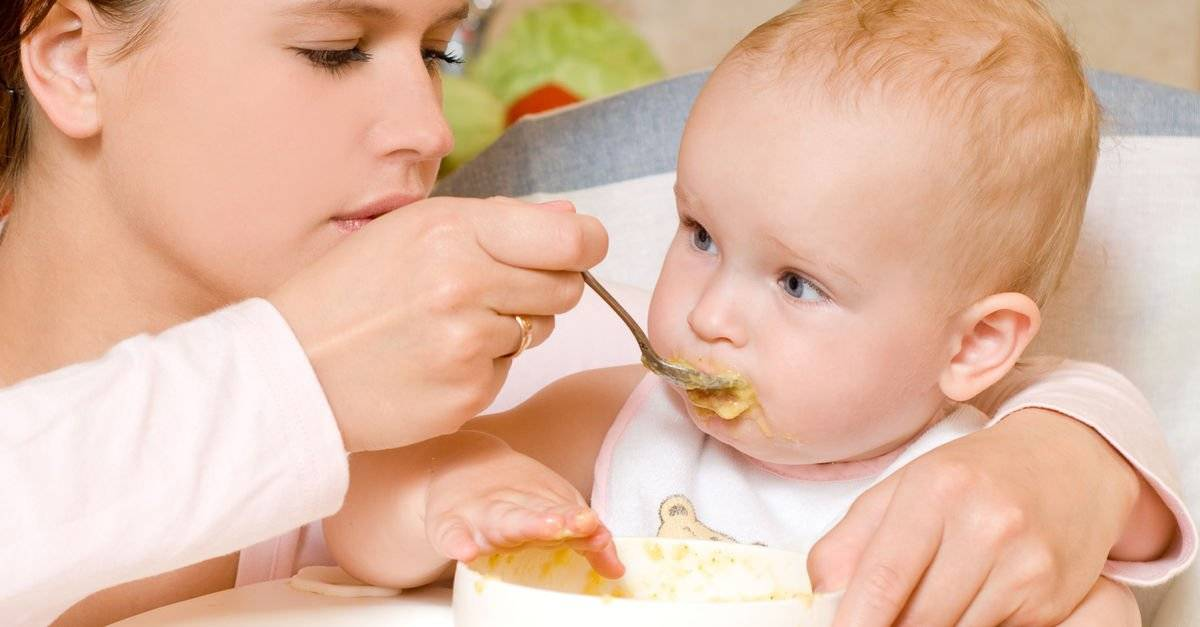 10 признаков, что ребенок готов к введению прикорма
