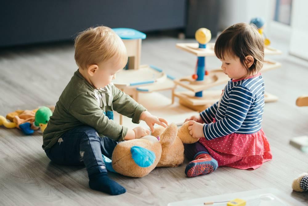 Что лучше: няня или детский сад?