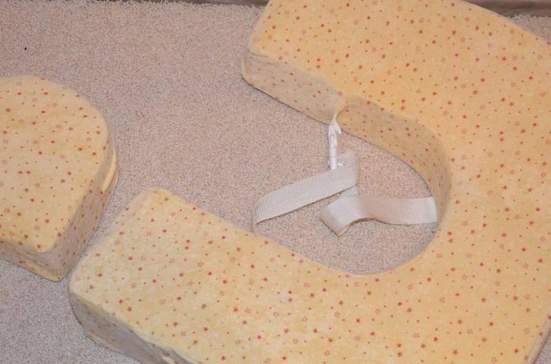 Подушка для кормления ребенка: купить или сшить своими руками?