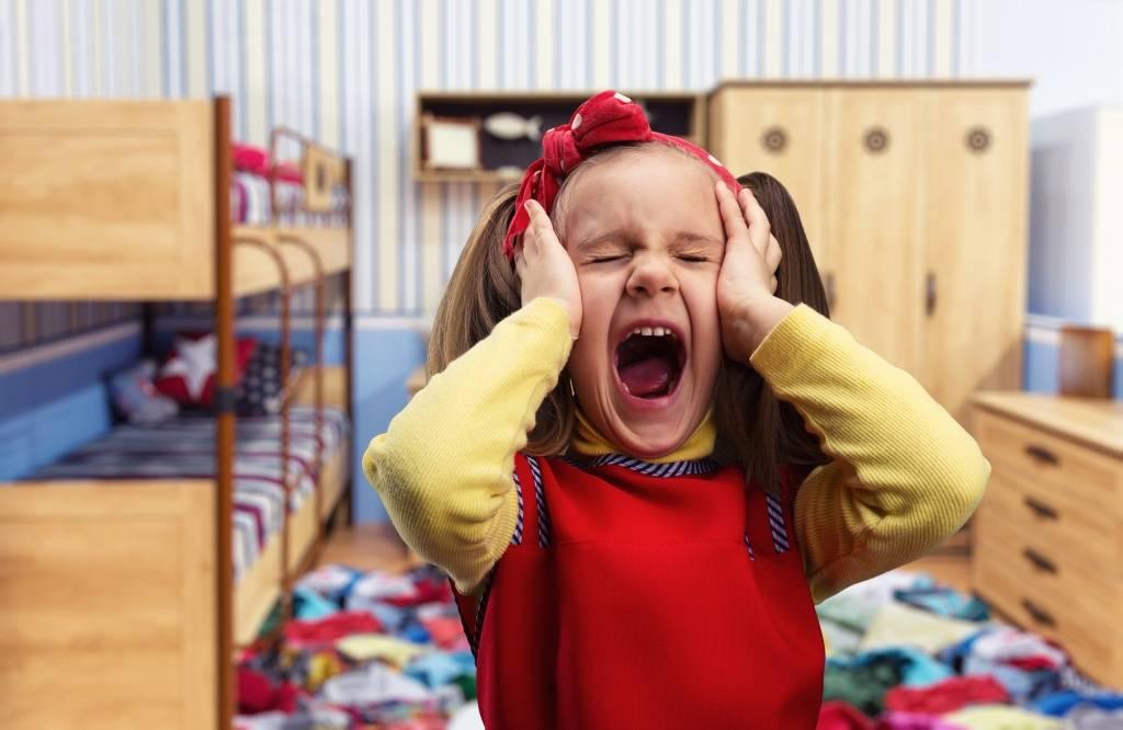 Ребёнок манипулирует. что делать?