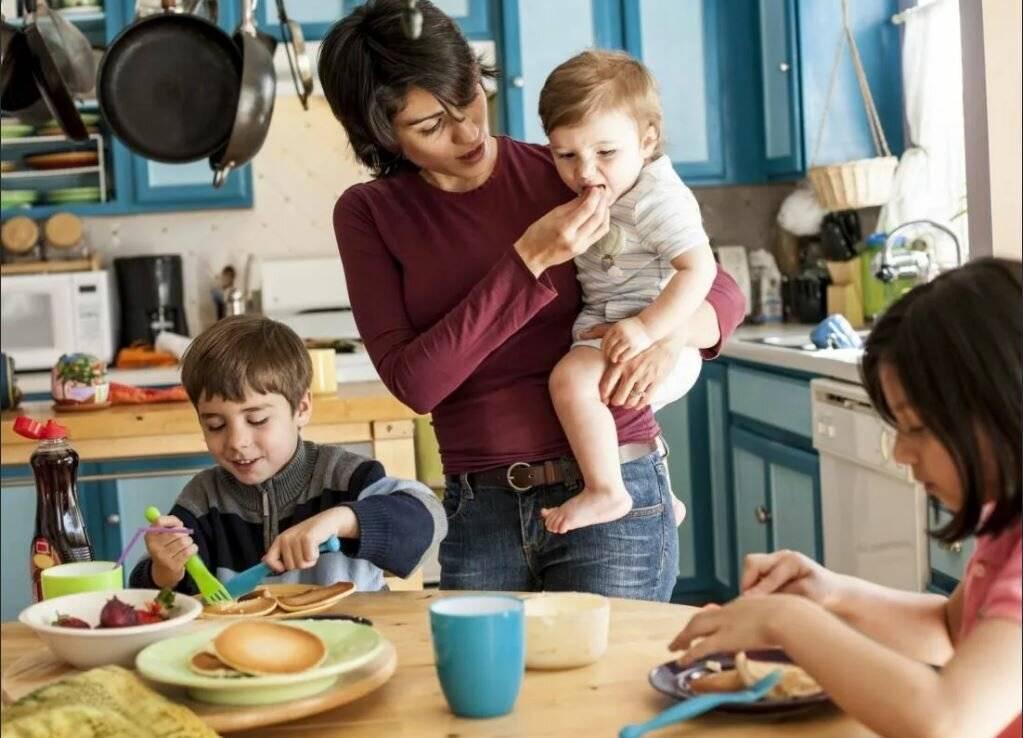 Как воспитывать детей в многодетной семье: особенности и полезные советы