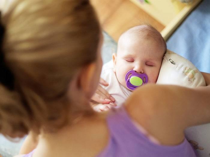 Как приучить ребенка к пустышке, к соске? - krasgmu.net