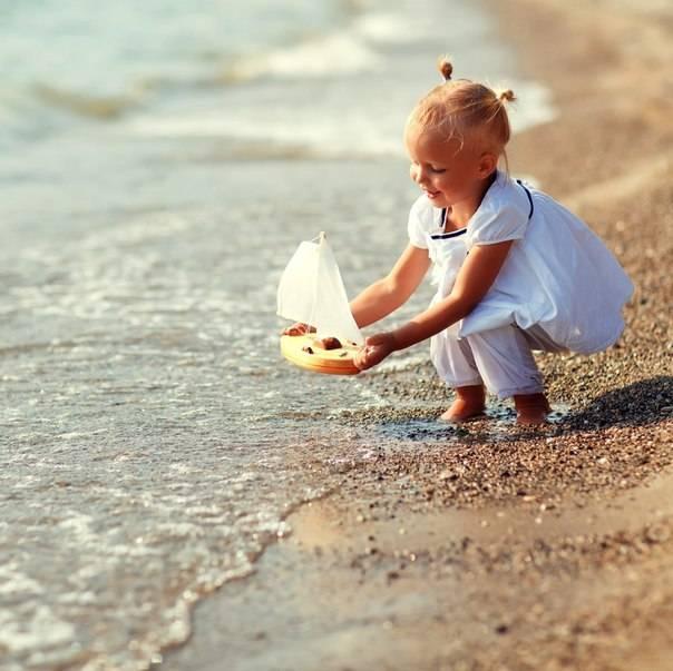 Что взять с собой на море? список вещей с детьми и лекарств для ребенка