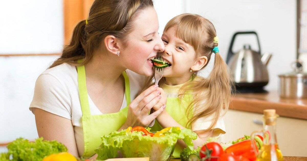 Учим ребенка кусать пищу | lovi
