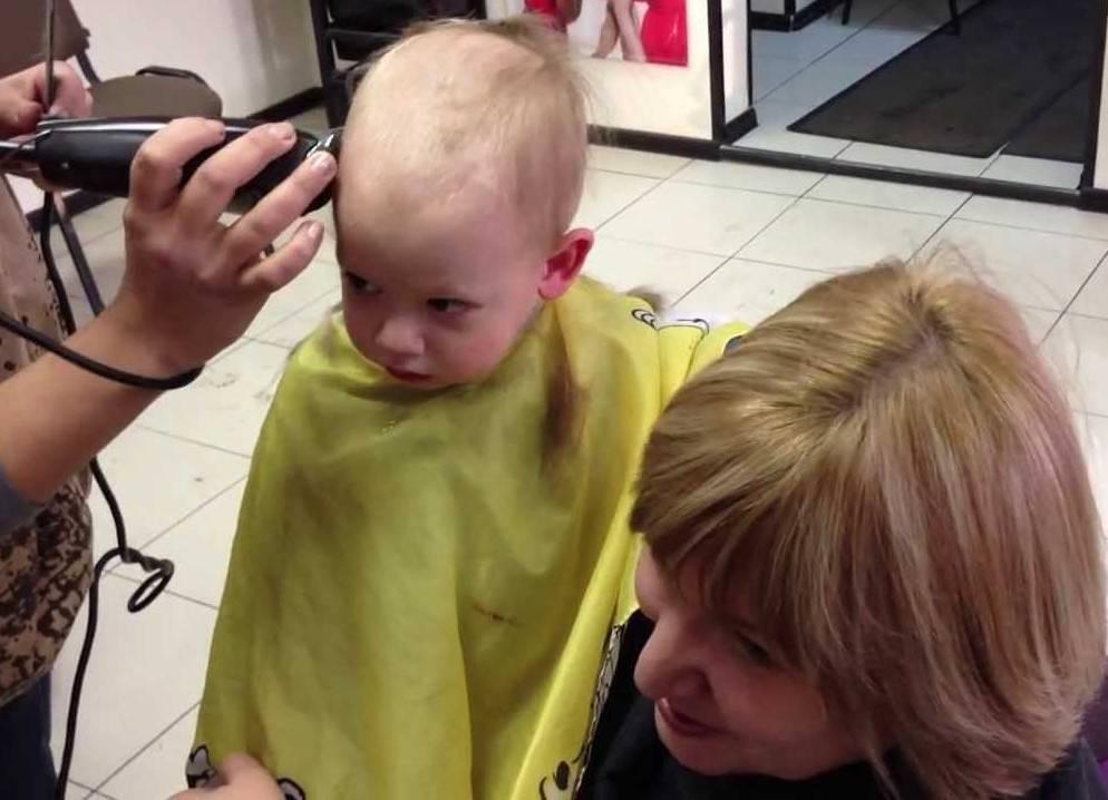 Разрешается ли матери самой стричь своих детей и какое значение имеет возраст