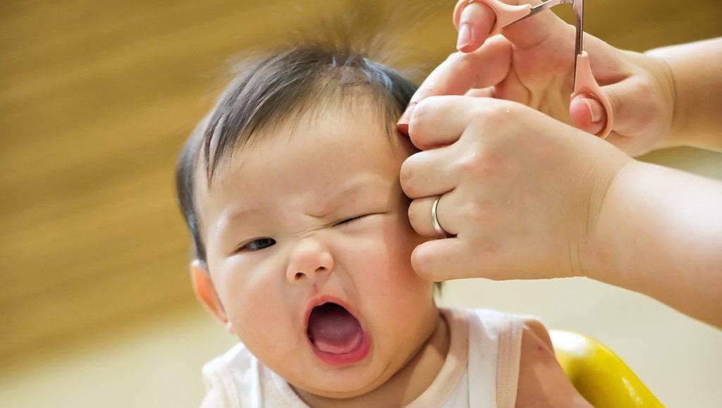Надо ли стричь ребенка налысо в год: правда и мифы