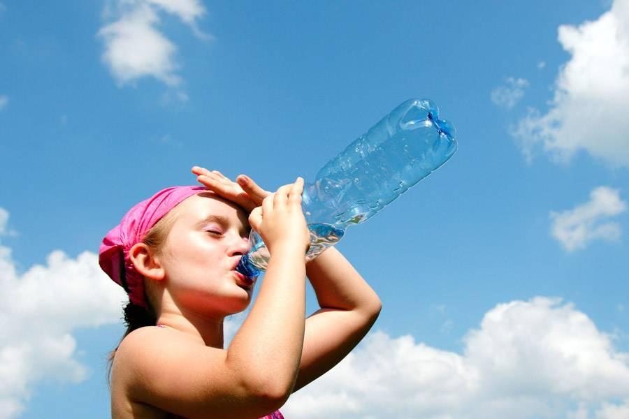 Как детям и беременным пережить летнюю жару: полезные советы и рекомендации врачей
