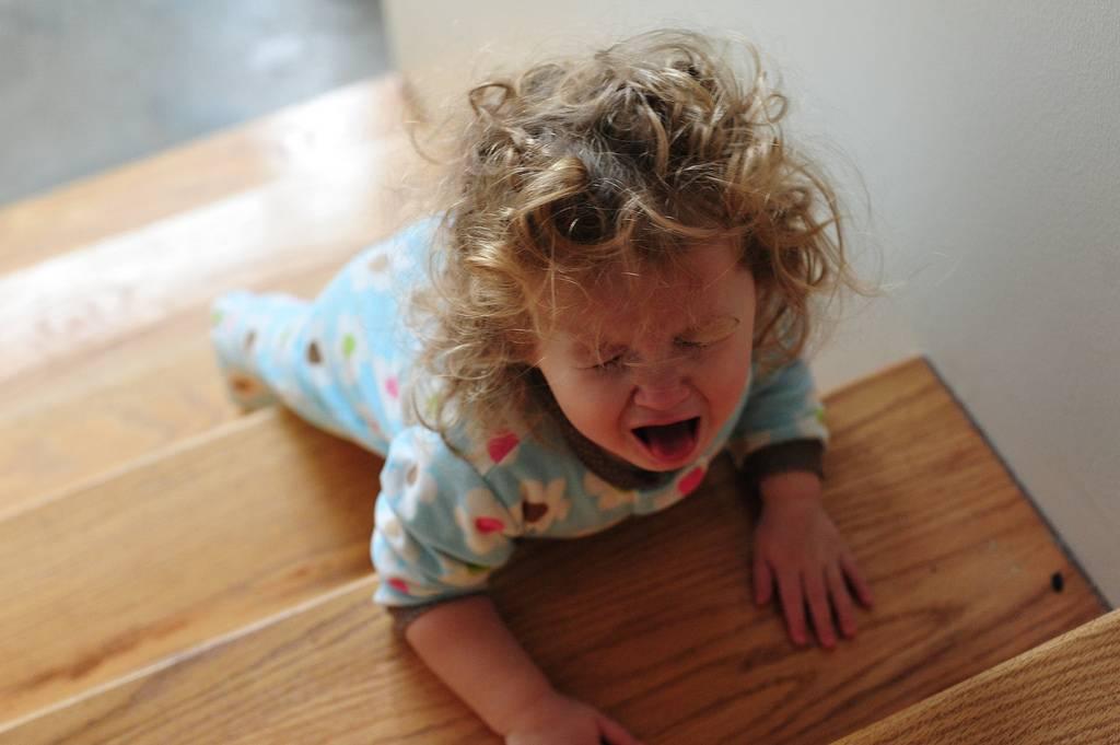 Если ребенок закатывает истерики – в магазине, на детском празднике, в гостях. ребенок устраивает истерику