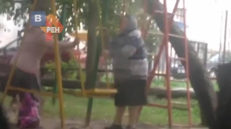 Драка на детской площадке: быть или не быть?