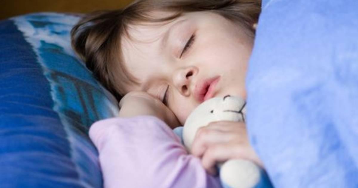 Укладываем ребенка спать без слез и истерик: как уложить спать ночью и днем грудного ребенка и малыша постарше без укачивания, ритуалы перед сном | qulady