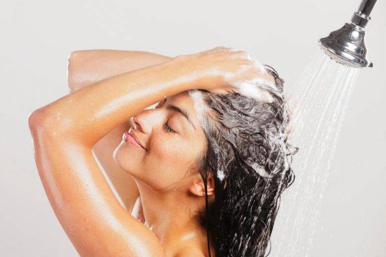 Как помыть голову ребенку без слез: маленькие хитрости для родителей
