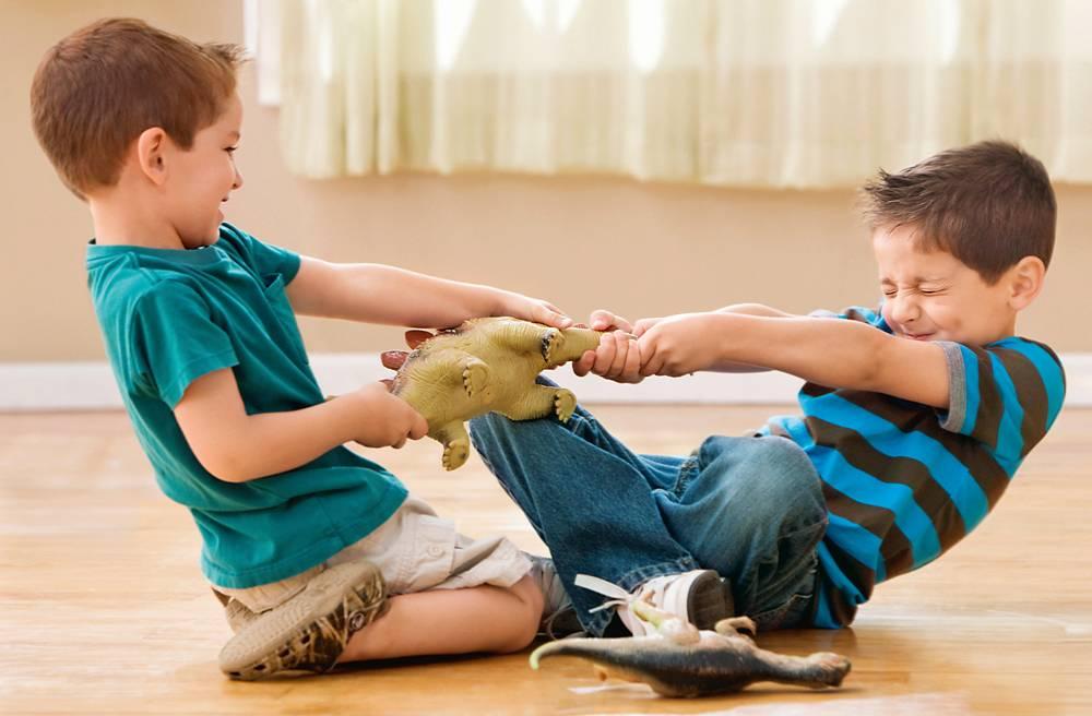 Как научить ребенка делиться игрушками с другими ☒
