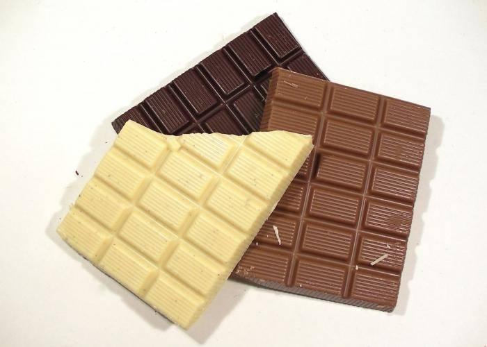 Шоколад при кормлении грудью: возможные реакции малыша исоветы поупотреблению