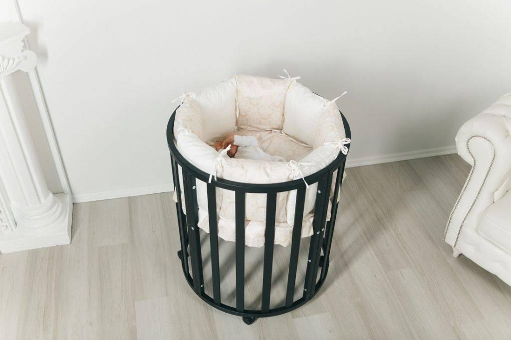 Чем хороша и плоха кроватка-трасформер для новорожденных