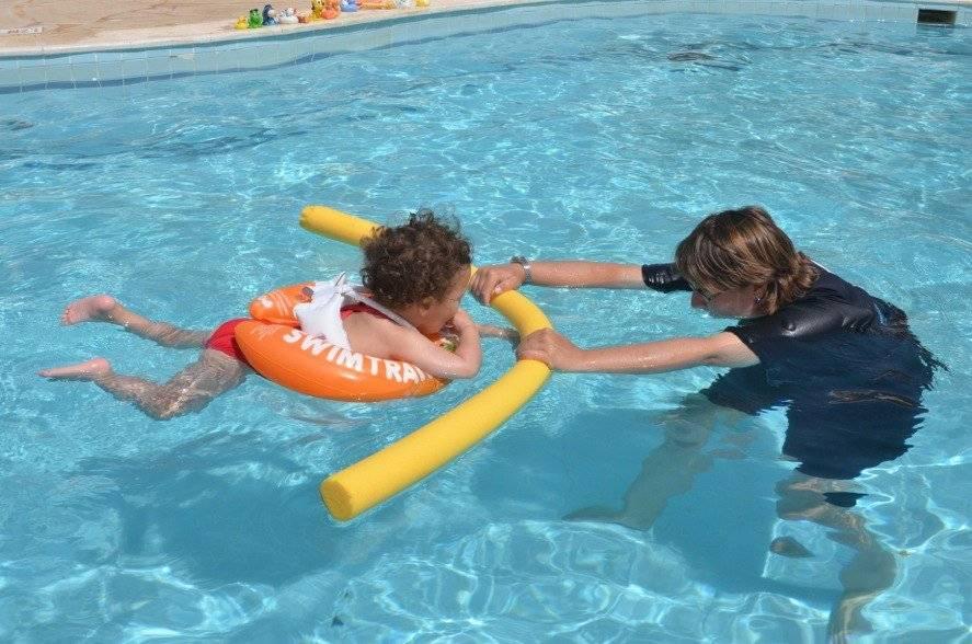 Как научить детей плавать в 3-5 лет: упражнения и советы