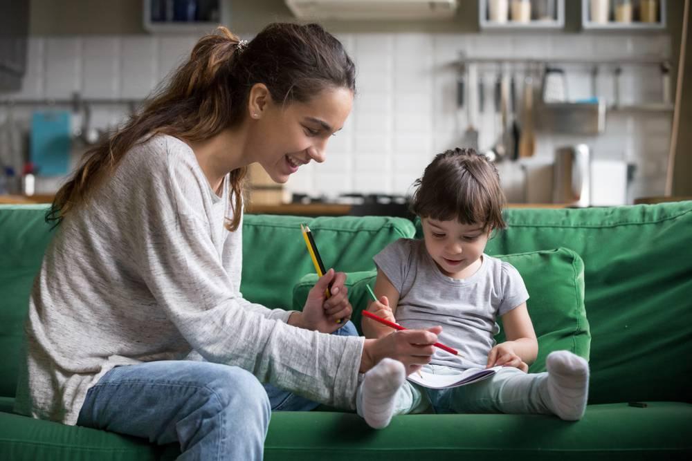 Не подпускайте ее к детям: 8 признаков плохой няни | parents