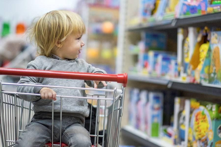 Ребенок закатил истерику в магазине. что делать? мнения детских психологов