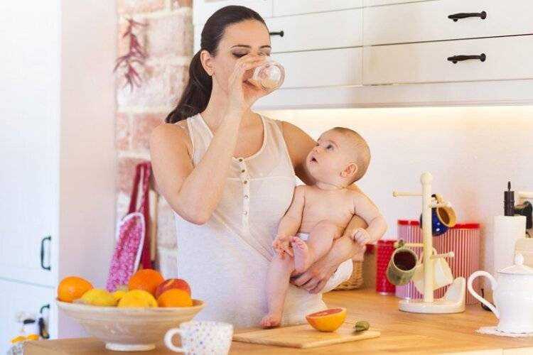 Возможно ли кормление малыша, если мама беременна