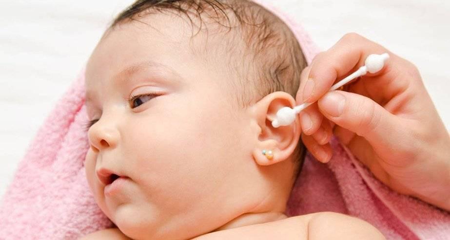 Чем можно промывать и протирать глаза новорожденному при гноении и других проблемах