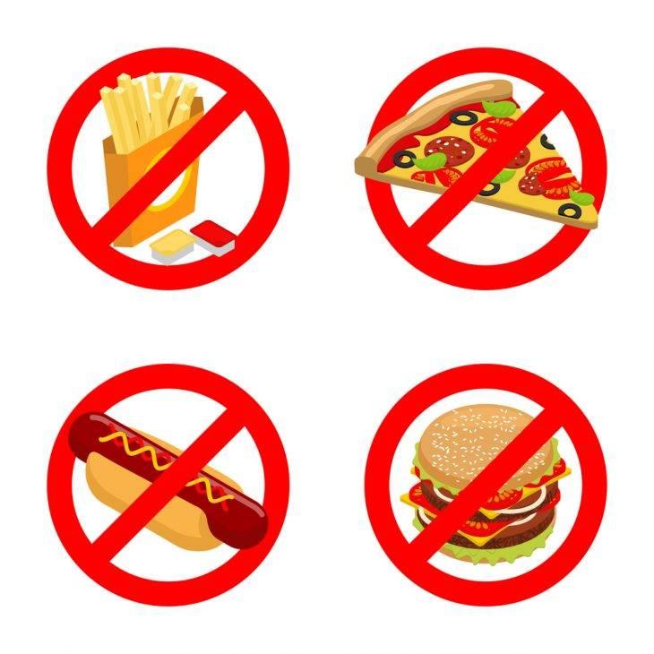 Роспотребнадзор запретил кормить детей чипсами и холодцом