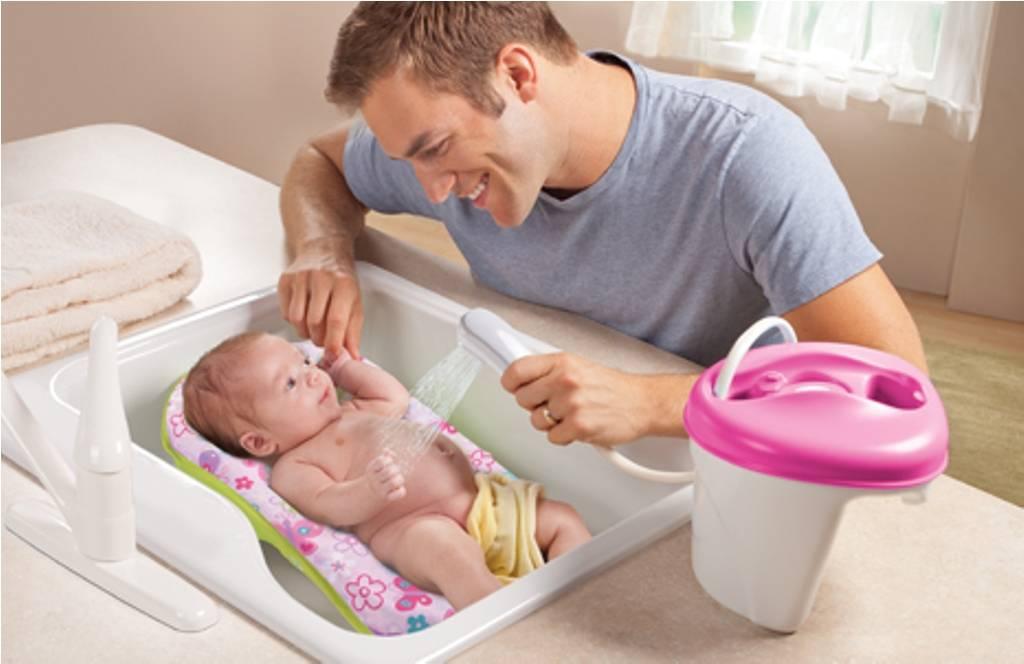 Горки для купания новорожденных:виды и советы по выбору