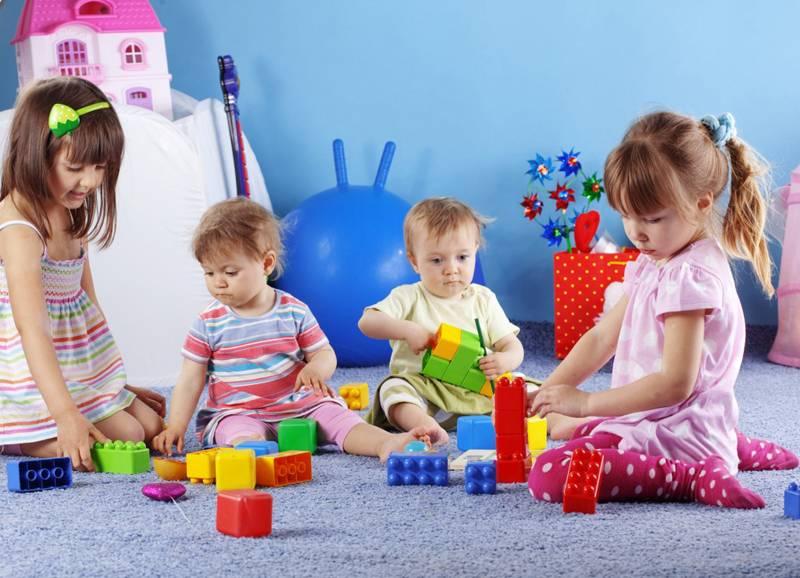 Что лучше выбрать  няня или детский сад, советы, видео