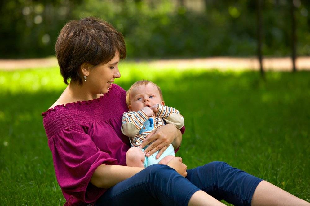 Прогулки с ребенком при орви, когда нет температуры — вред или польза?