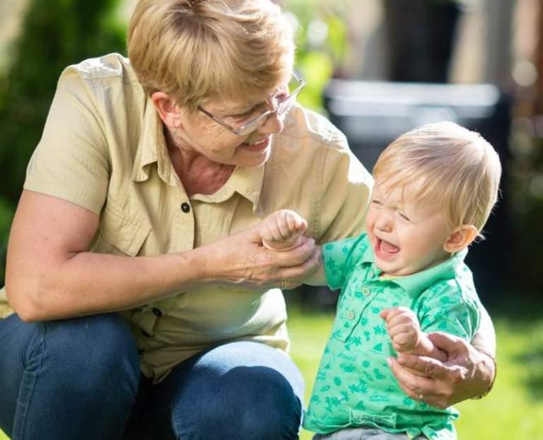 Бабушка в законе: сидеть с внуками станет безопасно   статьи   известия