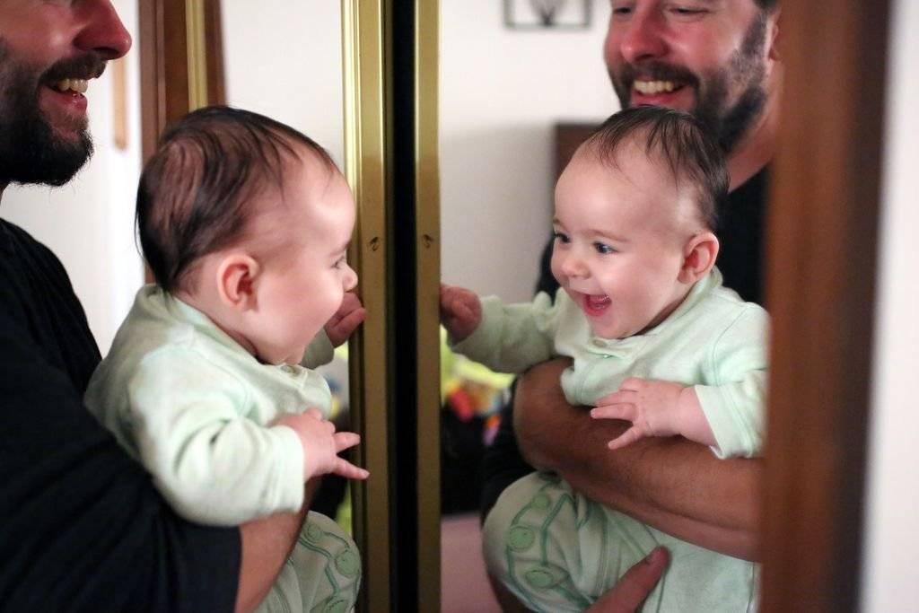 Почему нельзя показывать ребенка в зеркало • твоя семья - информационный семейный портал