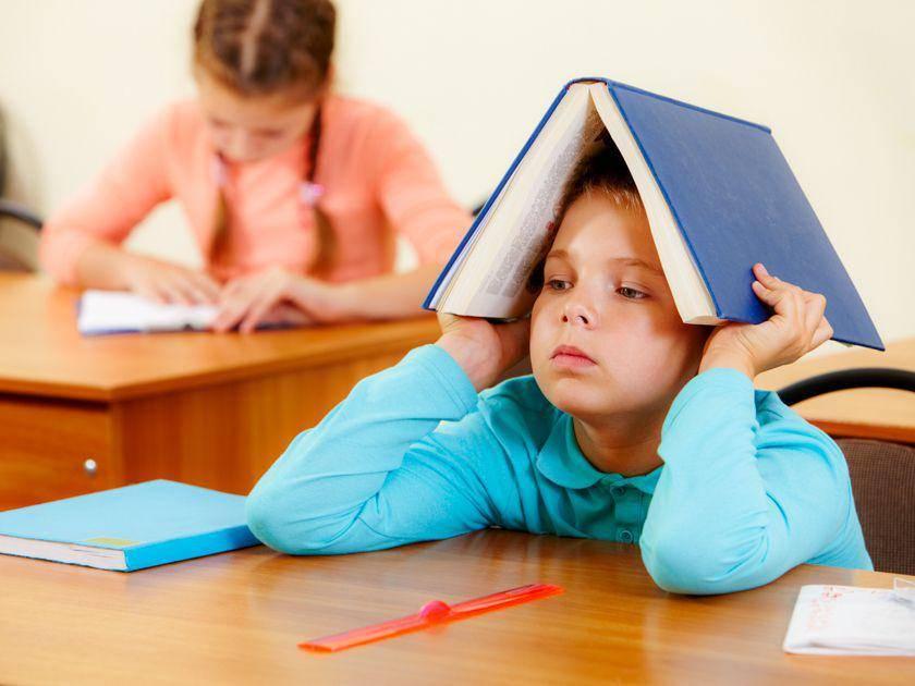 Что делать, если ребенок прогуливает школу: почему дети прогуливают уроки и что грозит за это родителям