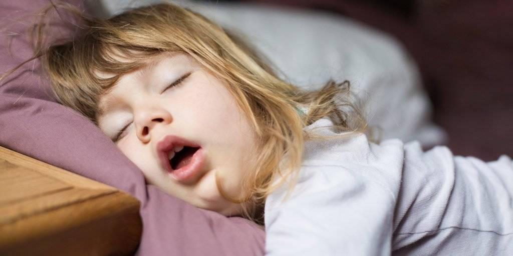 Почему люди спят с открытыми глазами? - medical insider