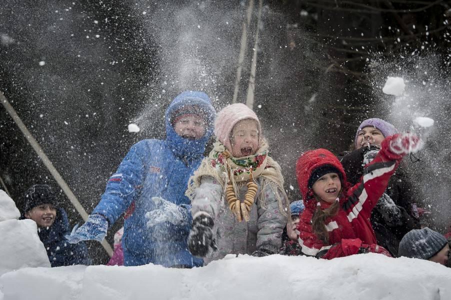 Сценарий зимнего развлечения для детей подготовительной группы «русские народные игры». воспитателям детских садов, школьным учителям и педагогам - маам.ру